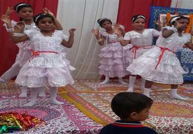 बाल दिवस पर बच्चों ने चाचा नेहरू को किया नमन
