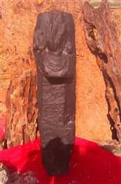 तालाब खुदाई में मिली मूर्ति