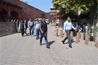 ट्रंप के आगरा दौरे को लेकर कमिश्नर-डीएम ने किया ताजमहल का दौरा