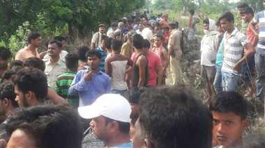 बिहार हादसा : स्कूल बस पर गिरी हार्इ टेंशन तार, करंट ने ली दो बच्चों की जान