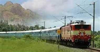 एक के बाद एक तीन सिग्नल पैनल खराब, 14 घंटे ट्रेनों का संचालन ठप