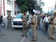 एसएसपी सड़क पर, पुलिसकर्मी शॉपिंग पर -फोटो