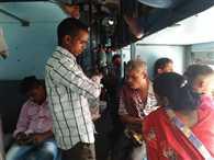 डिब्रूगढ़-लालगढ़ एक्सप्रेस में यात्रियों का हंगामा