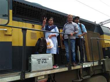 बरेली से ट्रेन लेकर निकली 'झांसी की रानी'