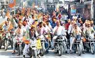 ट्रैफिक मंथ की ऐसी-तैसी, बिना हेलमेट बाइक रैली