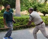 इलाहाबाद यूनिवर्सिटी में दबंग सीओ ने छात्रों को दौड़ा-दौड़ा कर पीटा