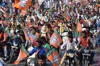 बीजेपी की बाइक रैली में ट्रैफिक रूल्स तार-तार