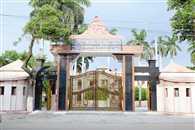 जिस काशी विद्यापीठ का खेल मैदान तत्कालीन पीएम अटल बिहारी बाजपेयी के लिए नहीं खुला, वहां लोकल बीजेपी कार्यक्रम के लिए खोदे गए गड्ढे