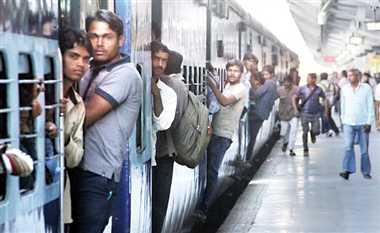 केरल में बाढ़ का ट्रेन पर भी असर