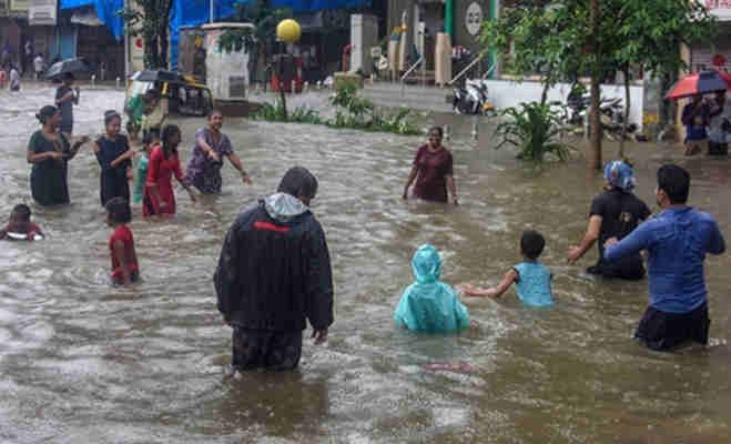भारी बारिश से मुंबर्इ समेत उत्तर भारत में जनजीवन अस्त-व्यस्त,जानें अगले 24 घंटे के मौसम का हाल