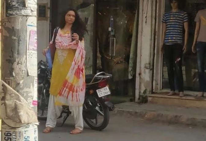 तस्वीरें: 'छपाक' के एसिड अटैक सर्वाइवर लुक में दीपिका दिल्ली की सड़कों पर घूमते दिखीं,लोग देखते रहे गए