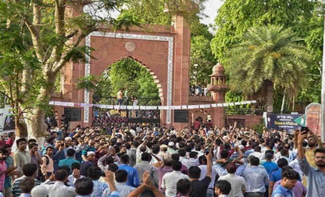amu विवाद पर अब पहलवान योगेश्वर दत्त ने किया ट्वीट कहा शर्मनाक,अलीगढ़ में बंद हुई इंटरनेट सेवाएं