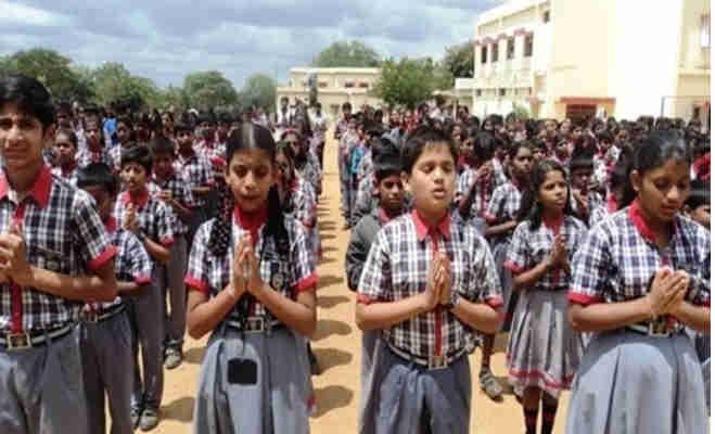 हिंदी में प्रार्थना कराने वाले इन विद्यालयों के खिलाफ याचिका दायर,sc ने मांगा जवाब