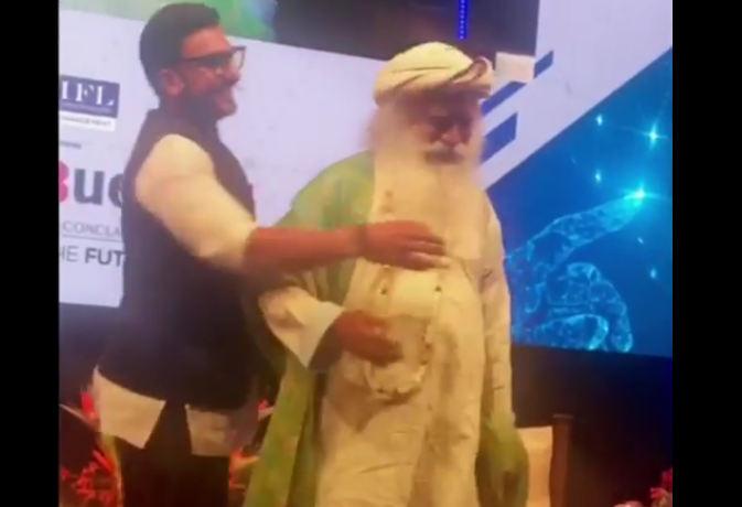 वीडियो : रणवीर सिंह ने दीपिका को छोड़ इस सदगुरु संग जम कर लगाए ठुमके, अब तक मिल चुके इतने व्यूज