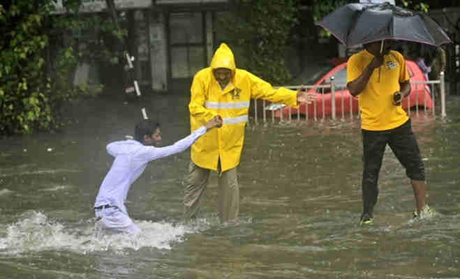 मानसून से मुंबर्इ बेहाल,अगले 48 घंटों में उत्तर-पश्चिम भारत में तेज बारिश की संभावना