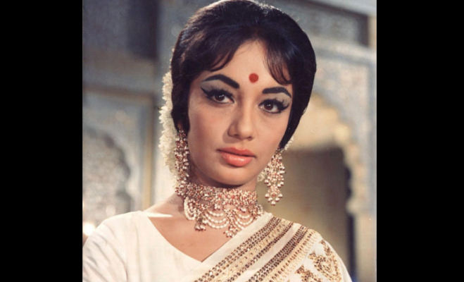 तो इसलिए एक्ट्रेस साधना बाल रखती थीं माथे पर,1 रुपये में की थी पहली फिल्म यहां पढ़ें उनकी 10 अनसुनी बातें