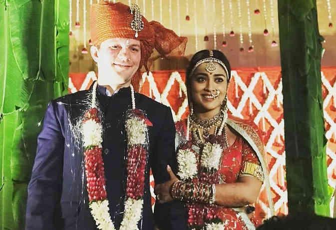 गुपचुप शादी करने वाली श्रिया सरन की वेडिंग फोटोज आईं सामने, बॉलीवुड के सिर्फ दो स्टार शामिल