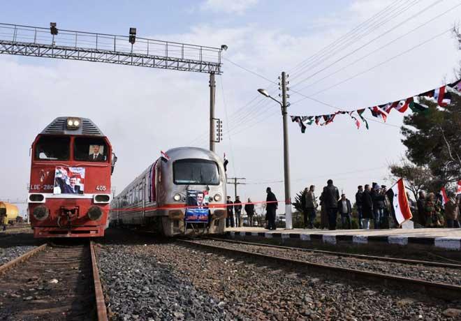सालों तक आतंकियों के कब्जे में रहने वाले सीरिया के अलेप्पो शहर जब पहुंची पहली ट्रेन,तो दिखे ये शॉकिंग मोमेंट