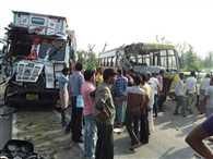ट्रक से स्कूल बस टकराई, बच्चे घायल