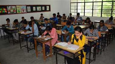स्टूडेंट्स में दिखा आईआईटी टेस्ट का क्रेज