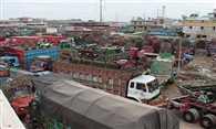 ट्रकों के पहिए थमे तो रूक गई व्यापार की रफ्तार