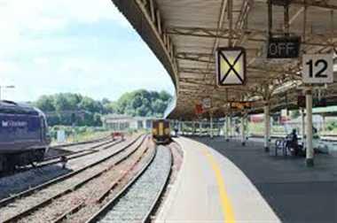बिलपुर में सिग्नल पैनल फेल मेमो देकर गुजारी गई ट्रेनें
