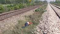 रेलवे ट्रैक के पास मिला युवक का शव, हत्या की आशंका