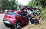 बेकाबू हाइवा ने कार में मारी टक्कर, तीन की मौके पर मौत