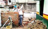 नगर शिक्षा अधिकारी के गोद लिए स्कूल में सुविधाओं का टोटा