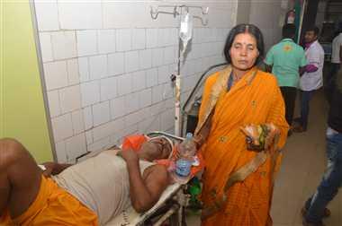 हॉस्पिटल में दर्द से तड़पते रहे घायल