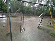 गांधी उद्यान में टूटे झूले