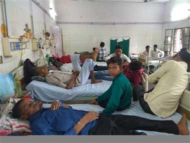 बुखार के मरीजों का डेंगू के 'चश्मे' से इलाज