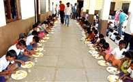 मुख्यमंत्री के जिले में रोज भूखे रह जाते हैं 62 हजार बच्चे