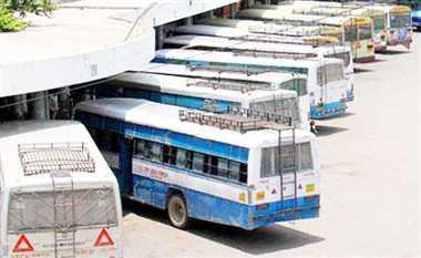 यात्रियों से वसूलते हैं लाखों का टैक्स, सुविधा नदारद