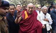 सारनाथ पहुंचे दलाई लामा, दो दिवसीय इंटरनेशनल सेमिनार का करेंगे इनॉगरेशन