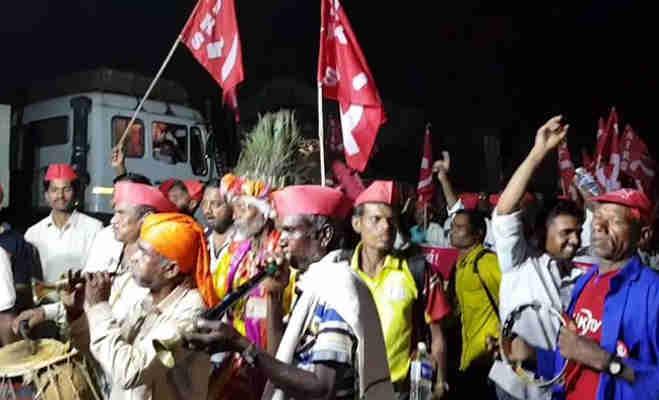 35000 किसान नंगे पैर पहुंचे मुंबई,जानें क्या होगा आज इस आंदोलन का सीन और इसके पीछे की स्टोरी