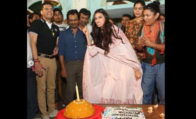 तस्वीरें: अथिया शेट्टी ने इस तरह मनाया 26वां जन्मदिन,नवाजुद्दीन भी आए नजर