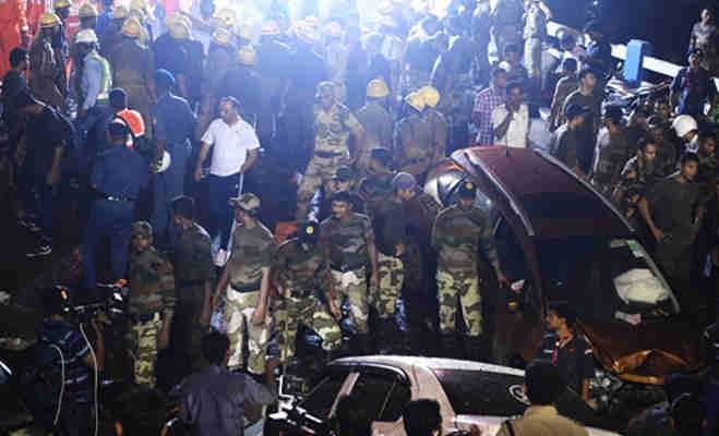कोलकाता में चालू पुल ढहने से एक युवक की मौत कर्इ घायल,मलबे में दबे लोगों की तलाश जारी