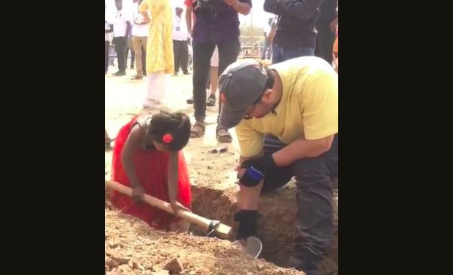 labour day 2019: आमिर खान ने पत्नी किरण संग की 'मजदूरी',फिर ढाबे पर पीते दिखे गन्ने का रस