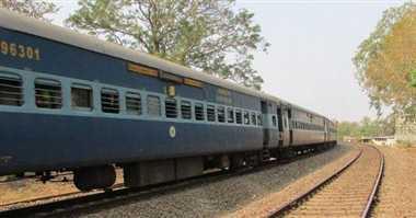 एक्स्ट्रा ड्यूटी से नाराज लोको पायलट ने खड़ी कर दी ट्रेन