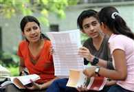 छात्राएं नहीं भर पर रही एग्जामिनेशन फॉर्म