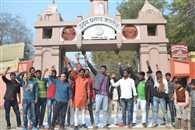 आक्रोशित छात्रों के कब्जे में रहा यूपी कॉलेज