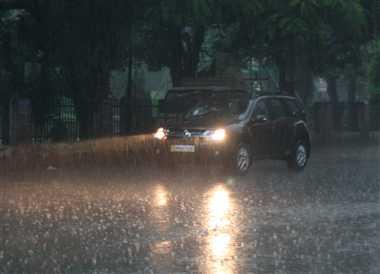 झमाझम बारिश से डूबा शहर