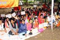 एबीवीपी ने डीसी ऑफिस के समक्ष किया प्रदर्शन