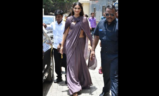 इन वजहों से चर्चा में है सोनम कपूर की साड़ी,संजू की ट्रेलर रिलीज के मौके पर थी पहनी