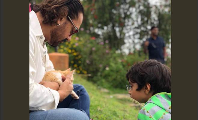 भाई का 60वां जन्मदिन मनाने पहुंचे आमिर खान,बेटी के साथ इस तस्वीर को लेकर हुए ट्रोल