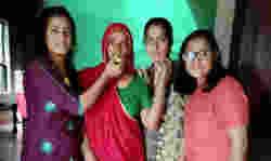 तीनों बहनों की एक साथ IAS पास करने की कहानी है झूठ! वायरल हो रही तस्वीर का सच हैरान कर देगा
