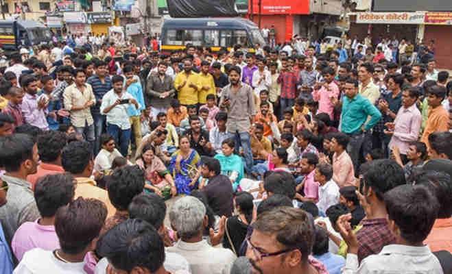 आरक्षण की मांग : हिंसक हुआ महाराष्ट्र बंद,मुंबर्इ समेत कर्इ शहरों के बिगड़े हालात रोकी गर्इ इंटरनेट सेवा