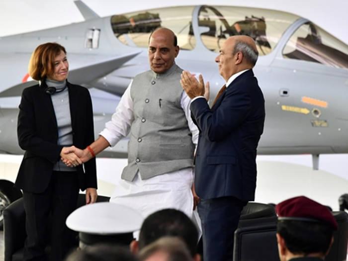 भारत को मिला पहला राफेल जेट,रक्षा मंत्री राजनाथ सिंह ने पूजन के बाद भरी उड़ान