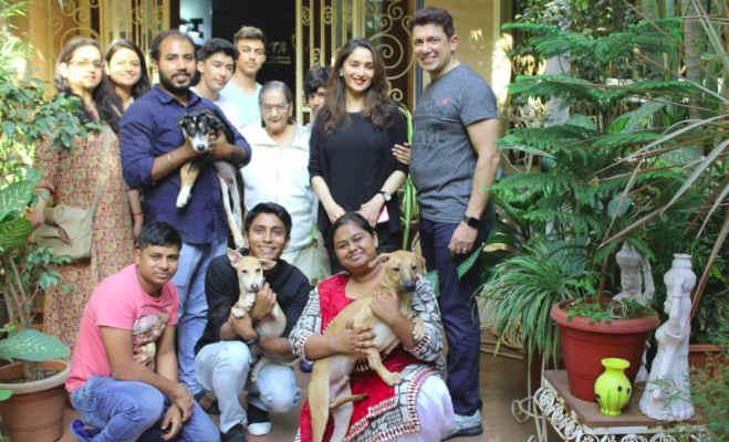 तस्वीरें: माधुरी दीक्षित के घर आया नन्हा मेहमान,पति ने गोद में खिलाया तो परिवार ने रखा ये नाम